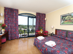 : DA – Double room with balcony and side sea view